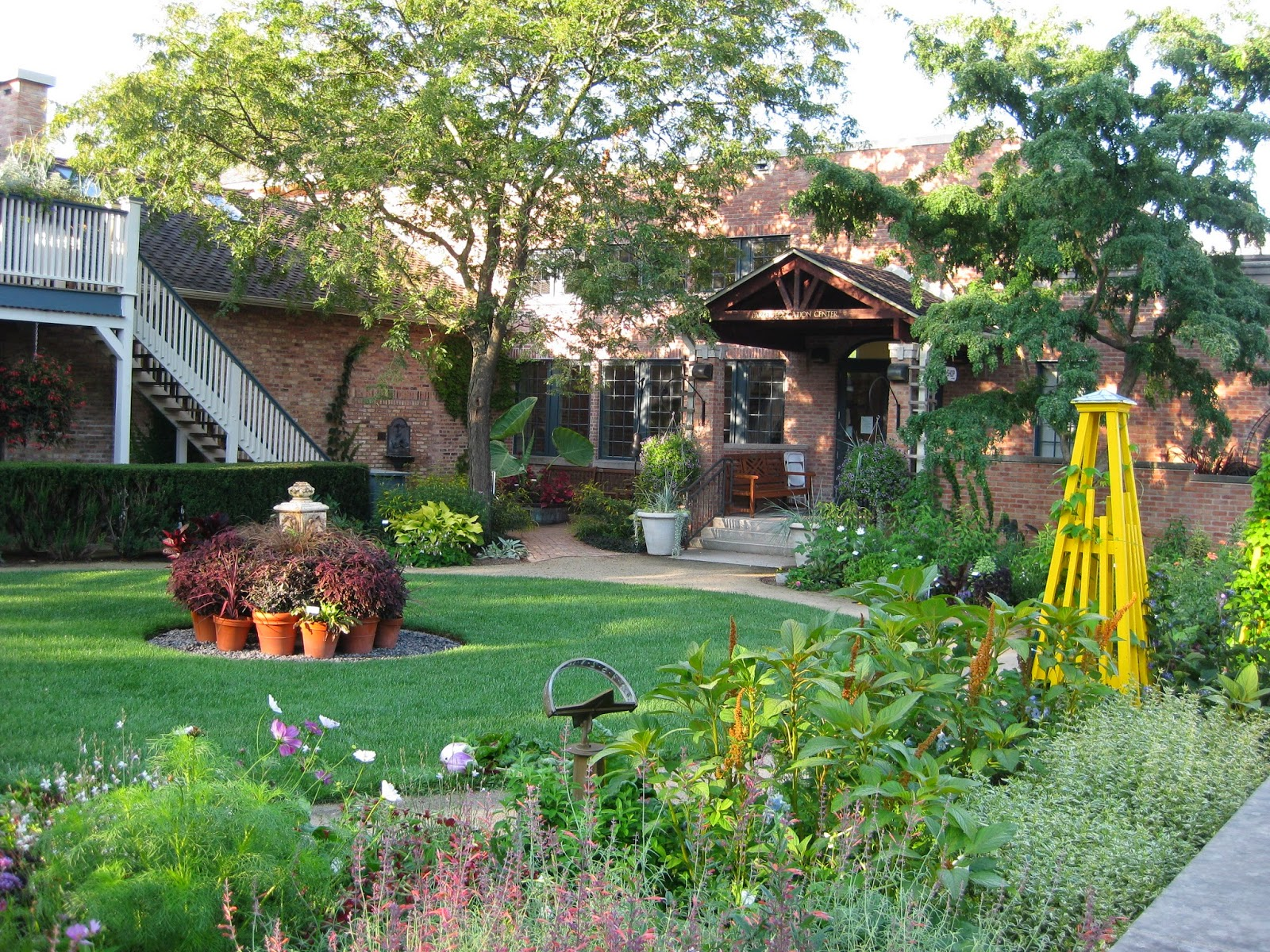 English Cottage Garden - Rotary Botanical Gardens